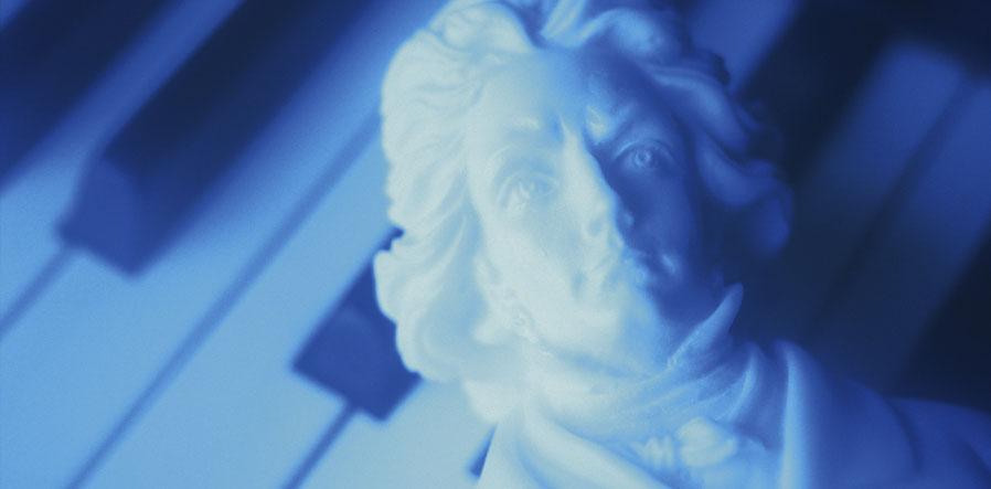 Beethoven buste op pianotoetsen