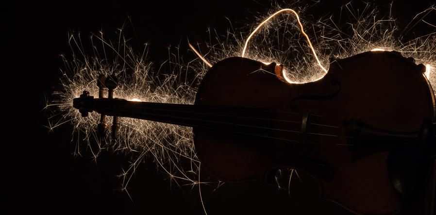 viool met electrisch geladen snaren