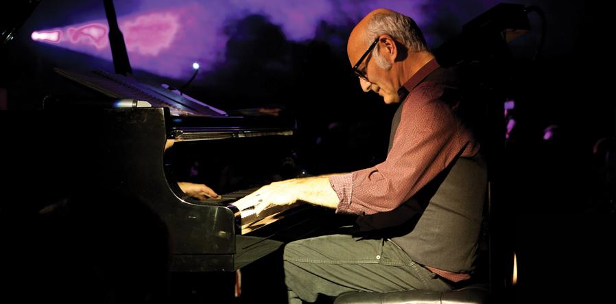 Einaudi tijdens Yellow Lounge