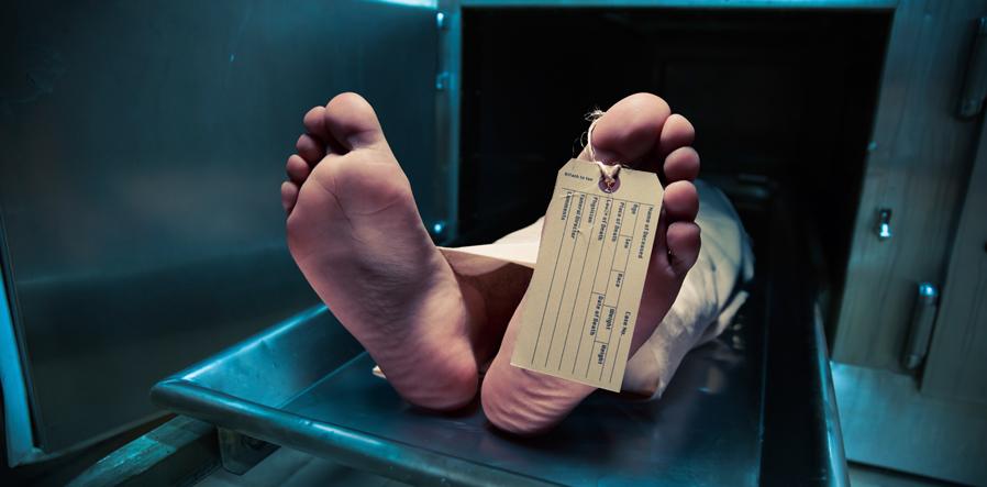 voeten in mortuarium