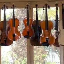 hangende-violen-bij-vioolbouwer-220x220